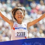Naoko Takahashi of Japan wins the women's marathon final with a new Olympic record time of 2:23:14 at the Summer Olympics Sunday, Sept. 24, 2000, at Olympic Stadium in Sydney. (AP Photo/Doug Mills)